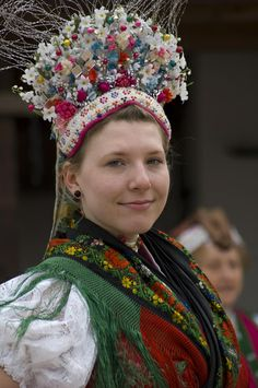 Woman in traditional costume, Hollókő, Hungary We Are The World, People Around The World, Traditional Fashion, Traditional Dresses, Folklore, Costumes Around The World, Hungarian Embroidery, Beauty Around The World, Ethnic Dress