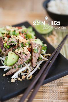 Aujourd'hui, c'est en Thaïlande que je vous emmène. A la découverte savoureuse du Yam Nua, la salade de boeuf originaire de Phuket. Le temps s'est rafraichi, mais j'ai tellement pris l'habitude de...
