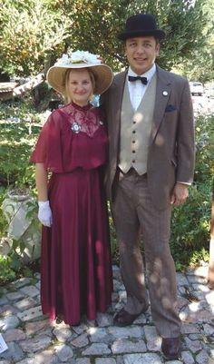 1915 Edwardian era / Downton abbey costumes for women and men. a day time garden party attire. This looks works for 1915 to 1920s with just a change of some accessories.  See more costume ideas at VintageDancer.com