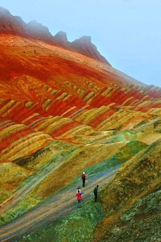 Our world is full of wonderful places that most of us do not know really exist. Here are some of those breathtaking places you must visit before you die. Places Around The World, Travel Around The World, Around The Worlds, Zhangye Danxia, Danxia Landform, Colorful Mountains, Rainbow Mountains, Vida Natural, China Travel