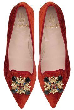 zapatos en punta rojos Ella de terciopelo rojo con broche grande ideales para tus looks!!!!! @prettybalerinas #prettyballerinas