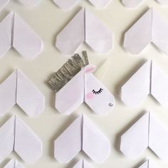 What do you see, when looking at a paper heart? Homemade Valentines Day Cards, Valentines Day For Him, Valentine Day Boxes, Valentine Day Crafts, Valentine Ideas, Valentine Cards, Funny Valentine, Unicorn Valentine, Unicorn Party