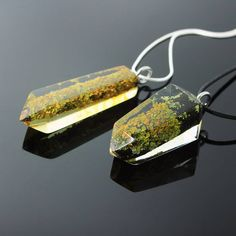 New lichen pieces are now available!🌿🍃 Love the concept of a little piece of nature cast in resin forever...What about you? 😊