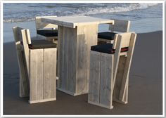 tuinmeubel set van steigerhout bestel je op strandmeubel.nl Pallet Furniture Designs, Pallet Patio Furniture, Diy Furniture Projects, Bar Furniture, Outdoor Picnic Tables, Outdoor Couch, Pallet Bar Stools, Pallet Stool, Cafe Chairs And Tables