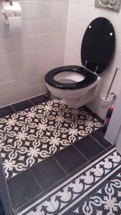 Toilet met cementtegels 2014 Bath Mat, Decor, Rugs, Toilet, Home, Bath, Home Decor