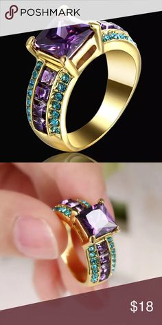 Beautiful costume ring! Dice 9!! Gotegeous!! Details moving asap Jewelry Rings