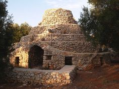 Caseddhu. It is a typical construction of Salento http://www.salentourist.it/puglia/salento/trulli-e-dimore-tipiche/#results