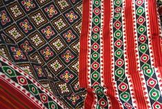 Fantastic patterns and colors ! India has a rich and ancient heritage in fine textiles. (Double Ikat) Patola from the area of Patan in t. Indian Textiles, Saree Styles, Indian Wear, Ikat, Silk Sarees, Print Patterns, Bohemian Rug, Hand Weaving, Ethnic