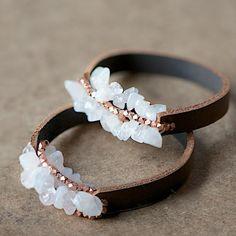 Le bracelet en pierres et en cuir - DIY bracelet