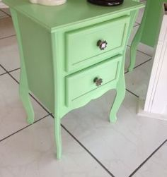 criado mudo vintage verde -