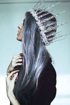 Ice queen {that crown!} Gab Solórzano Marie that's a good crown for you and I'll get mine with diamonds and jewels! Vanitas, Grey Hair, Purple Hair, Pastel Hair, Pastel Goth, Pastel Blue, Blue Ombre, Up Girl, Mode Inspiration
