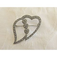 Sterling Heart Brooch Marcasite Double Hearts Modernist Vintage Heart... (91 ILS) ❤ liked on Polyvore featuring jewelry, brooches, marcasite brooch, vintage jewellery, marcasite jewelry, vintage jewelry and heart brooch