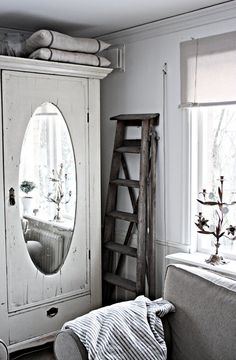 mirrored armoire creates illusion of more space, old ladder is charming Shelf Over Window, Shabby Vintage, Shabby Chic, Nordic Bedroom, Modern Cabinets, Grey Cabinets, Small Cabinet, Bathroom Interior Design, Decoration