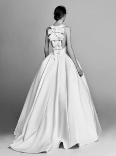 All About the Bows: Viktor&Rolf Wedding Dress Collection 2017 - Wedding Planet Big Wedding Dresses, Dresses Short, Wedding Dress Trends, Princess Wedding Dresses, Ball Dresses, Ball Gowns, Gown Wedding, Lace Wedding, 2017 Bridal