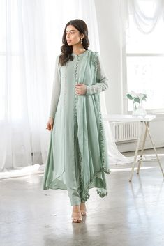 Ready-to-ship Indian clothing and Pakistani Clothing in the USA and Canada. Shop the latest trends in Indian and Pakistani fashion. Los Angeles based Indian clothing store online in USA. Pakistani Fashion Casual, Pakistani Dresses Casual, Pakistani Bridal Wear, Pakistani Dress Design, Muslim Fashion, Dress Indian Style, Indian Dresses, Indian Outfits, Indian Designer Outfits