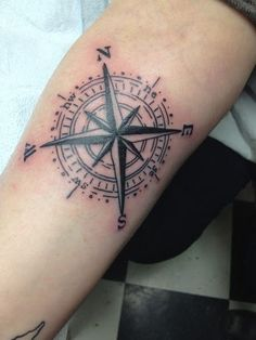 What does compass tattoo mean? We have compass tattoo ideas, designs, symbolism and we explain the meaning behind the tattoo. Simple Compass Tattoo, Nautical Compass Tattoo, Compass Tattoo Meaning, Nautical Star Tattoos, Compass Rose Tattoo, Compass Tattoo Design, Tattoos With Meaning, Tattoo Simple, Paar Tattoos