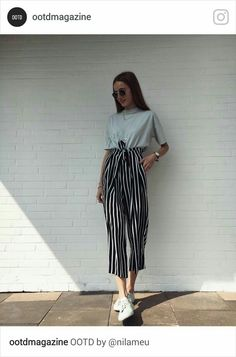 33 T shirts Street Style Looks For Moms - Global Outfit Experts Mode Outfits, Fashion Outfits, Womens Fashion, Fashion Trends, 6th Form Outfits, Club Outfits, Fashion Clothes, Look Fashion, Korean Fashion
