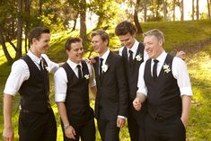 Groomsmen without jackets looks nice! I dont want a cookie cutter wedding :p