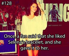 i would burst out in tears if Selena gave me her bracelet Selena Gomez Facts, Selena Gomez Cute, Selena Gomez Photos, Taylor Swift, Selena And Taylor, Jonas Brothers, Sabrina Carpenter, Demi Lovato, Miley Cyrus