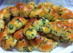 Medvehagymás-mascarponés kiflik Hungarian Desserts, Hungarian Recipes, Vegetarian Recepies, Healthy Recipes, Kitchen Recipes, Cooking Recipes, Bread Dough Recipe, Middle East Food, Salty Snacks