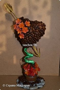 coffe bean art Coffee Bean Art, Coffee Beans, Jute, 8 Martie, Herbs, Diy, Hand Crafts, Flowers, Manualidades