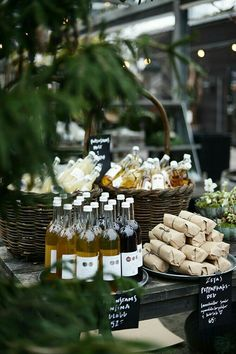 Wedding Food Love the idea of presenting food like this for a party Wedding Table, Wedding Decor, Wedding Favors, Wein Parties, Glace Fruit, Decoration Christmas, Grazing Tables, Think Food, Partys