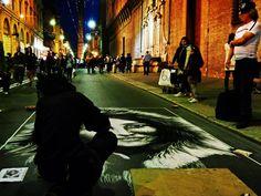 """Bologna, 2° riScatto urbano di Alex Sandra. Saranno conteggiati i """"mi piace"""" al seguente post: https://www.facebook.com/photo.php?fbid=825257074262473&set=o.170517139668080&type=3&theater"""