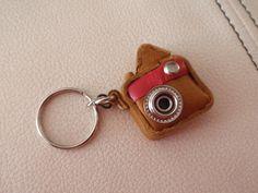 レザーをつかったミニカメラのキーホルダー※サイズは写真の通りです。クロネコメール便での発送となります。|ハンドメイド、手作り、手仕事品の通販・販売・購入ならCreema。