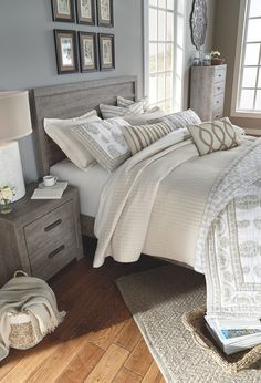 Bedroom design, simple bedroom decor, diy home decor, farmhouse bedroom . Simple Bedroom, Rustic Bedroom, Home, Bedroom Sets, Remodel Bedroom, Bedroom Diy, Bedroom Makeover, Gorgeous Bedrooms, Master Bedroom Design