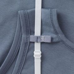I also like to layer tops. I love how this tank will conceal bra straps. CV Our Longtail T Tank Top has a hidden Strap Keeper snap tab under each shoulder that keeps bra straps from slipping into sight. Sewing Hacks, Sewing Tutorials, Sewing Patterns, Sewing Projects, Techniques Couture, Sewing Techniques, Diy Fashion, Ideias Fashion, Formation Couture