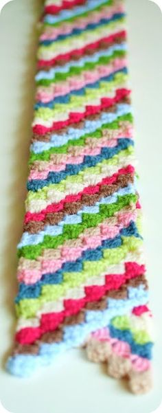 Diagonal granny scarf. So beautiful and colorful! #crochet #DIY