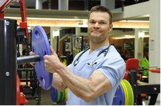 Tervehdys kaikki tohtori Juha Hulmin lihastotuuden ystävät. Olen sisätautiopin dosentti ja sisätautien erikoislääkäri. Toimin TYKS:ssä ylilääkärinä. Olemme Juhan kanssa mm. yhdessä valistaneet lääk…