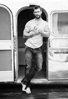 Chris Hemsworth by Doug Inglish for GQ Australia! Fitness Before After, Chris Hemsworth Thor, Chris Hemsworth Workout, Age Of Ultron, Dark Kingdom, Die Rächer, Gq Australia, Macho Alfa, Hemsworth Brothers