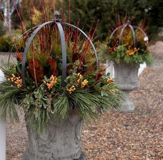 I love these urns so much! Source by GardenAnswer Best Outdoor Christmas Decorations, Outdoor Christmas Planters, Christmas Urns, Christmas Garden, Fall Planters, Winter Garden, Christmas Wreaths, Garden Spheres, Garden Urns