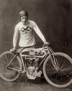 MOTORCYCLE RACING: Curley Fredericks in the early days of his lengthy professional racing career posing with an Excelsior model 7 c. Antique Motorcycles, American Motorcycles, Racing Motorcycles, Excelsior Motorcycle, Henderson Motorcycle, Course Vintage, Motos Retro, Harley Davidson, Bicycle Race