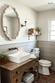 Half bathroom ideas and they're perfect for guests. They don't have to be as functional as the family bathrooms, so hope you enjoy these ideas. Update your bathroom decor quickly with these budget-friendly, charming half bathroom ideas # bathroom Bad Inspiration, Bathroom Inspiration, Bathroom Inspo, New Bathroom Ideas, Cortina Box, Gray Shiplap, Fixer Upper Shiplap, Fixer Upper Hgtv, Gaines Fixer Upper