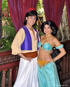 Aladdin and Jasmine Oh, come on! Jass has a lot of skin showing but Aladdin's in a flesh colored blouse? Disney Couples, Disney Love, Disney Parks, Walt Disney, Disney Stuff, Aladdin And Jasmine, Princess Jasmine, Disney Costumes, Halloween Costumes