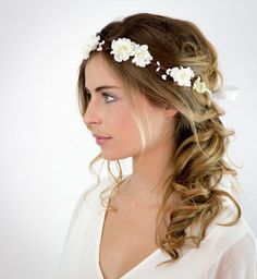 Idée coiffure de mariage : des cheveux ondulés naturels