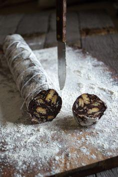 Čokoladna salama {chocolate salami} | heneedsfood.com
