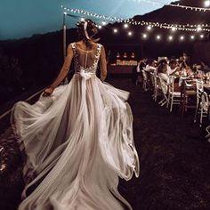 Amazing boho bride in Majorca // Bezaubernde Boho-Braut auf Mallorca V Neck Wedding Dress, Backless Wedding, Dream Wedding Dresses, Wedding Gowns, Bouquet Wedding, Wedding Reception, Creative Wedding Photography, Photography Ideas, Lovely Dresses