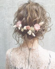 Preserved winter flowers and a wavy top, beautiful. - New site - wedding - Boho wedding hair inspiration. Preserved winter flowers and a wavy top beautiful. New site - Bridal Flowers, Flowers In Hair, Dried Flowers, Boho Flowers, Pastel Flowers, Boho Wedding Hair, Wedding Hair And Makeup, Winter Wedding Hair, Trendy Wedding