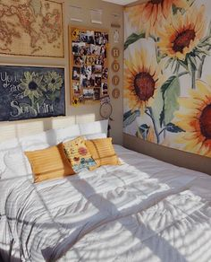 Having a unique dorm room is exciting and excellent.We collected 30 cosy dorm room decor ideas, and these Having a unique dorm room is exciting and excellent.We collected 30 cosy dorm room decor ideas, and these will give you new inspiration. Cute Bedroom Ideas, Cute Room Decor, Yellow Room Decor, Yellow Rooms, Cosy Decor, Wall Decor, Sunflower Room, Cool Dorm Rooms, Aesthetic Room Decor