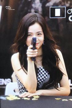 Paint it pink ( Blackpink Jisoo, Kim Jennie, Yg Entertainment, South Korean Girls, Korean Girl Groups, K Pop, Black Pink ジス, Blackpink Memes, Blackpink And Bts