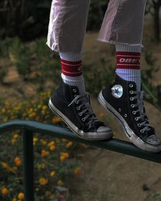 May 2020 - pic inspo style fashion inspiration trendy outfits Converse All Star, Converse Shoes, Converse Chuck Taylor High, Converse High, Sock Shoes, Cute Shoes, Estilo Converse, Soul Clothing, Look Fashion