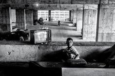 "Photographer Alejandro Cegarra, has been awarded the 2014 Ian Parry Scholarship for ""The Other Side of the Tower,"" his project on people living illegally in the Tower of David, an unfinished skyscraper in Caracas, Venezuela. World Photography, Camera Photography, Street Photography, Rule Of Thirds, Construction, Slums, Documentary Photography, Abandoned Buildings, The Other Side"