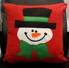 Cute Kids Pillow Design Ideas For Your Childrens Christmas Cushions, Christmas Pillow, Felt Christmas, Childrens Christmas, Christmas Sewing, Christmas Chandelier Decor, Christmas Decorations, Designer Pillow, Pillow Design