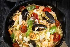 Jaime Oliver's Honeymoon Spaghetti from In The Kitchen with Jamie and Jools Oliver is a yummy twist to the traditional spaghetti and marinar Jools Oliver, Jaime Oliver, Recipe Today, Family Meals, Family Recipes, Recipe Of The Day, Dinner Tonight, Paella, Food Inspiration