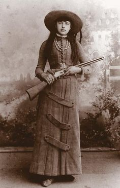 This pretty young lass is dressed in the latest fashion—for the late century that is—including her high tech, pump-action Colt Lightning carbine. She undoubtedly wowed the crowds of the Wild West shows. Out-pumped - True West Magazine Western Film, Western Art, Western Photo, Vintage Cowgirl, Cowboy And Cowgirl, Westerns, Vintage Pictures, Old Pictures, Wild West Show