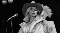 7 of debbie harry's most iconic outfits Punk Rock Outfits, Hipster Outfits, Emo Outfits, Pop Punk Fashion, Gothic Lolita Fashion, Fashion Teens, Fashion Dresses, Rock Chic, Rock Style