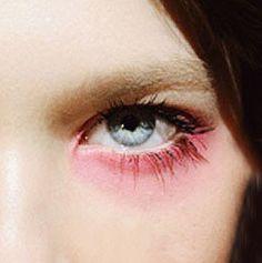 Peekaboo pinks  #peekaboo #vintage #beauty #inspo #pink #instabeauty #makeup #eyes #asosmarketplace #topshop #fashion #style #peekaboovintage  Peekaboovintage.com